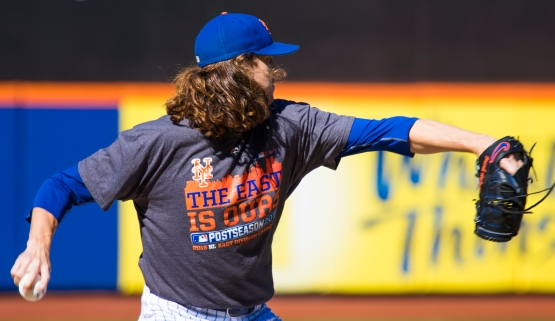 Jacob deGrom throws a baseball